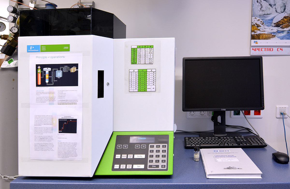 PE 2400 Series II CHN Analyzer